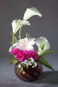 Hồng môn trắng và Ly Rose Arrangements, Beautiful Flower Arrangements, Beautiful Flowers, Nylon Flowers, Faux Flowers, Arreglos Ikebana, Plantas Bonsai, Japanese Flowers, Arte Floral