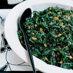Sweet-and-Sour Catalan Spinach This sweet-and-sour spinach side dish gets its satisfying flavor from the combination of honey and sherry vinegar that's drizzled on top. Spinach Recipes, Spinach Salads, Thanksgiving Side Dishes, Thanksgiving Recipes, Creamed Spinach, Vegetable Side Dishes, Vegetable Recipes, Vegetable Garden, Cooking Recipes