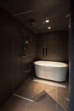 Shibuya Apartment 202 - Hiroyuki Ogawa Architects - Japan - Bathroom - Humble Homes Japan Bathroom, Zen Bathroom, Bathroom Renos, Bathroom Layout, Modern Bathroom Design, Bathroom Interior Design, Small Bathroom, Master Bathroom, Bathroom Canvas