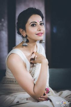 Rakul Preet Singh Hot Photo shoot In Sleeveless White Saree Indian Dresses, Indian Outfits, Indian Clothes, Lehenga, Anarkali, Saree Poses, Sari Dress, Sari Blouse, White Saree