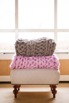 Super chunky heavy knitted blanket by Mariquez