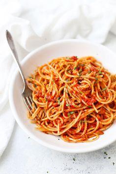 Pomodoro sauce - this simple tomato sauce recipe comes together quickly and tastes delicious over pasta, chicken, zucchini noodles, spaghetti squash, Spaghetti Tomato Sauce, Tomato Pasta Sauce, Tomato Sauce Recipe, Spaghetti Squash, Vegan Pasta Sauce, Pasta Sauce Recipes, Recipe Pasta, Pomodoro Sauce Recipe, Pasta Al Pomodoro