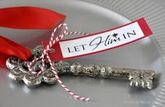 Christmas Keys… Let Him In Hang the key on your door Christmas Eve letting the Savior know you are inviting him into your home Christmas Day. Great for neighbor gifts! Neighbor Christmas Gifts, Christmas Eve Box, Neighbor Gifts, Little Christmas, All Things Christmas, Winter Christmas, Christmas Crafts, Christmas Ornaments, Christmas Ideas