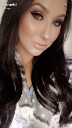 I love this makeup! peachy, glowy, sexy bombshell type. very victoria's secret i think. Jaclyn Hill