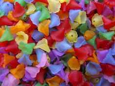 Acrylic Trumpet Flower Beads in Scrap's and Reeb's Supply auction tonight on @Tophatter http://tophatter.com/auctions/14925?campaign=all=internal