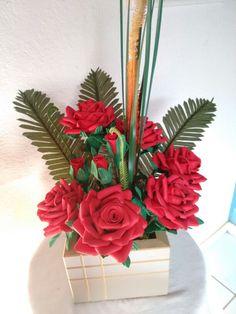 Rosas vermelha vaso de madeira