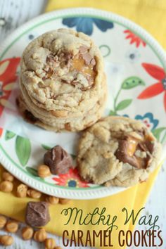 These Milky Way Caramel Cookies are DELICIOUS! { lilluna.com }