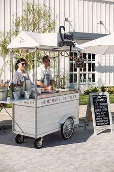 Sweet Scoops Ice Cream Truck Source by agneslubiejewsk… Ice Cream Stand, Ice Cream Cart, Food Cart Design, Food Truck Design, Cafe Shop Design, Kiosk Design, Coffee Carts, Coffee Truck, Coffee Mugs