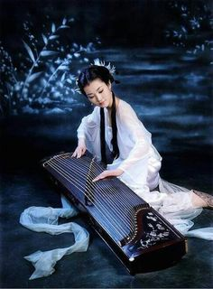 Art - Lady wearing Ancient Chinese Hanfu Fashion and playing a traditional instrument. Chinese Culture, Chinese Art, Japanese Culture, Koto Instrument, Kalimba, Korean Art, Japan Art, World Music, Anime Manga