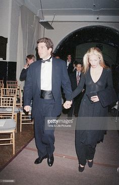 <a gi-track='captionPersonalityLinkClicked' href=/galleries/search?phrase=John+F.+Kennedy+Jr.&family=editorial&specificpeople=217973 ng-click='$event.stopPropagation()'>John F. Kennedy Jr.</a> and Carolyn Bessette