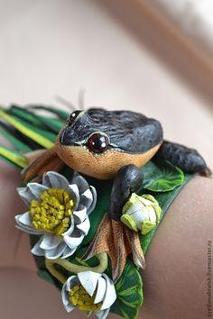 """Купить Браслет из кожи """"Чудный пруд"""" - тёмно-зелёный, зеленый цвет, лягушка, лягушонок"""