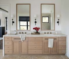 Beautiful home with rustic-glam style in California's wine country Oak Bathroom, White Bathroom, Bathroom Interior, Bathroom Faucets, Vanity Bathroom, Budget Bathroom, Bathroom Colors, Contemporary Bathrooms, Modern Bathroom