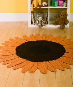Sunflower Rug Ravelry: Sunflower Rug pattern by Ryan Hollist - I've been looking for a pattern to make a new rug for the grandboys' room. Like this, really bright. Sunflower Nursery, Sunflower Room, Sunflower Kitchen Decor, Crochet Sunflower, Sunflower Headband, Yarn Crafts, Diy Crafts, Crochet Home Decor, Mellow Yellow