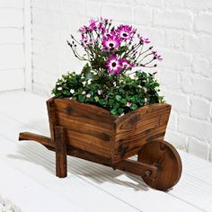 DIY & Home Project. If you want to grow some plants or vegetables in your yard, first you are going to need some good planter boxes. DIY planter box designs, plans, ideas for vegetables and flowers Planter Box Designs, Diy Planter Box, Garden Projects, Wood Projects, Woodworking Projects, Garden Ideas, Wooden Garden Planters, Diy Planters, Wooden Cart