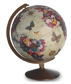 Globe Projects and DIY's As the World Turns. decoupage an old globe! Christmas gift for the niece? Old Globe, Globe Art, Globe Decor, Globe Projects, Diy Projects, Globes Terrestres, Snow Globes, Decoupage, Bric À Brac