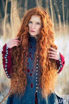 How to Prevent Hair Loss? Red Violet Hair, Red Brown Hair, Bright Red Hair, Brown Hair Colors, Purple Hair, Burgundy Hair, Stunning Redhead, Beautiful Red Hair, Red Curls