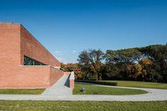 Gallery of Gallery: Public Auditorium in Llinars del Vallès by Alvaro Siza + Aresta Arquitectura - 9