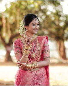 Ideas for indian bridal sari hindus Bridal Sarees South Indian, South Indian Wedding Saree, Indian Wedding Bride, Wedding Silk Saree, Indian Bridal Outfits, Indian Bridal Fashion, Indian Bridal Wear, Bridal Lehenga, Tamil Wedding