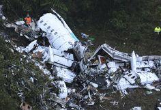 Accidente aéreo termina con la vida de 76 jugadores del club Chapecoense - http://www.notimundo.com.mx/portada/mueren-76-jugadores-del-chapecoense/