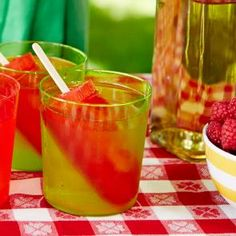 Master this delicious Picnic Punch cocktail recipe on The Cocktail Project where Pinnacle Raspberry Vodka is artfully combined with ginger ale. View full recipe now! Bourbon Punch Recipe, Holiday Punch Recipe, Rum Punch Recipes, Vodka Recipes, Drink Recipes, Sangria Recipes, Vodka Cocktails, Cocktail Drinks, Cocktail Recipes