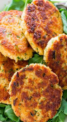 Easy Crab Cakes More(Crab Cake Recipes) Crab Dishes, Seafood Dishes, Seafood Recipes, Cooking Recipes, Easy Crab Meat Recipes, Seafood Platter, Salmon Recipes, Crab Cake Recipes, Easy Cake Recipes