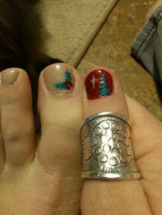 Christmas holiday tree star holly berry gel nail art toe thumb sparkle