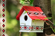 Bird house painted with acrylic painting. Bird Houses Painted, Birdhouses, Outdoor Decor, House Ideas, Crafts, Behance, Painting, Illustrations, Design