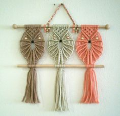 Three Owls Macrame Wall Hanging - Friends - Macrame Home Decor - Enrique - Jetzig Macrame Owl, Macrame Knots, Micro Macrame, Macrame Jewelry, Dreamcatchers, Macrame Wall Hanger, Diy And Crafts, Arts And Crafts, Decor Crafts
