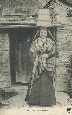 Les Pyrénées, Porteuse d´eau (RARE) 1907. Folk Costume, Costumes, French Costume, Portraits, France, Traditional Dresses, Folklore, Ephemera, Photos
