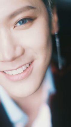 Como é que pode ter um sorriso tão lindo desse jeito ??? Socorro
