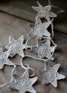 Crochet Garland Wall Hanging Small Bunting Stars by namolio - no pattern, just an idea-starter Crochet Bunting, Crochet Garland, Crochet Stars, Love Crochet, Learn To Crochet, Crochet Motif, Crochet Flowers, Knit Crochet, Crochet Patterns