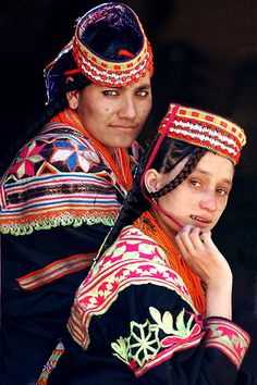 Two Kalash women pose on their veranda in Rumboor Valley, one of the three Kalash valleys, North Pakistan. The Kalasha are a conspicuously non-Muslim tribe, in a sea of Muslims streching from Turkey to Kashmir. Today, there are Kalasha left and there Kalash People, Image Couple, Pakistani Culture, Asian History, Alexander The Great, Folk Costume, Costumes, Female Poses, People Around The World