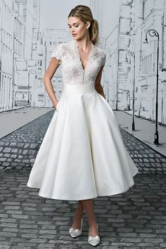 These tea length wedding dresses ideas, can be used as a reference for your wedding dresses. Are you looking for vintage style, elegant look ? Tea length wedding dress is perfect, especially for ev… Wedding Dress Tea Length, Tea Length Dresses, Cocktail Wedding Dress, 50s Style Wedding Dress, Gown Wedding, Courthouse Wedding Dress, Tea Length Skirt, Wedding Skirt, 2017 Wedding