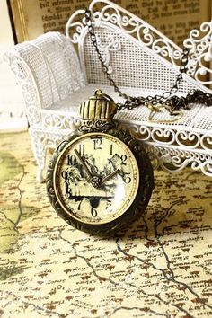 """Steampunk timepiece/necklace Alice in Wonderland. """"I'm late, I'm late for very important date!"""""""