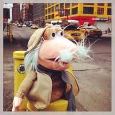 """El Tío Matt no deja de sorprenderse en #Manhattan: """"Estos humanos viajan en máquinas de color amarillo"""". #nuevayork"""