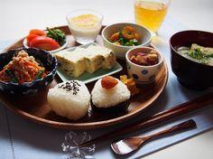 作ってみたい!和食を華やかにする「和ンプレート」ごはんの盛り付け方 - Locari(ロカリ) Japanese Menu, Happy Foods, Desert Recipes, Food Presentation, Food Plating, No Cook Meals, My Favorite Food, Delish, Breakfast Recipes