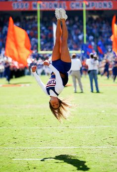 Florida Gators Cheerleader Before the University banned them from doing anything more complicated that a somersault and a shoulder sit. My middle school girls did better stunts and tumbling! College Cheerleading, Cheerleading Pictures, Football Cheerleaders, Cheer Pictures, Gymnastics Pictures, Cheer Stunts, Cheer Dance, Team Cheer, Cheer Athletics