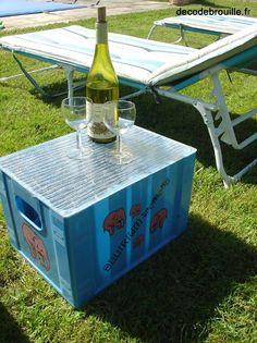 Il y a déjà quelques années que ces caisses en plastique traînent sous l'auvent de la maison de Bourgogne. En fait, elle sont destinées aux bouteilles de bières et comme nous en consommons très peu, elles ne servent à rien (les casiers sont trop étroits...
