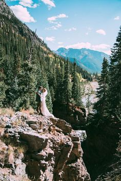 Spectacular mountain wedding inspiration | Image by Lauren Parker Photography