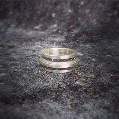 Alianças em prata com concreto  #anéis #rings #moda #fashion #prata #silver
