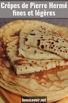 Fine and light Pierre Hermé pancakes - No need to wait for the Candlemas to feast on delicious pancakes. This thin and light Pierre Hermé - Quick Dessert Recipes, Crepe Recipes, Waffle Recipes, Naan, Cooking Chef, Cooking Recipes, Caramel Apple Pie Cookies, Nutella, Tasty Pancakes