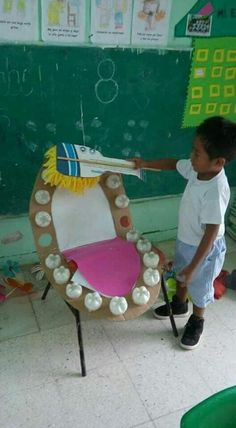 Great Idea to teach kids how to brush, but also to teach them the name of each teeth and how many there are. Cardboard and plastic bottle bottoms Dentadura con material reciclado para enseñar el correcto cepillado y la higiene dental Kids Crafts, Preschool Crafts, Bug Crafts, Free Preschool, Kids Diy, Health Activities, Preschool Activities, Childhood Education, Kids Education