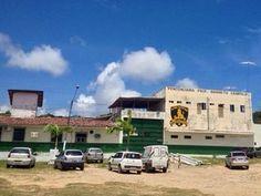 Dois presos são mortos a facadas após briga na Barreto Campelo