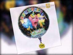 """Der """"Happy Birthday""""-Song in einer etwas swingenderen Variante! Kombiniert mit diesem tollen Geburtstagsballon mit den aufgedruckten Partyballons, einer Geburtstagstorte und viel Konfetti und Luftschlangen ist dieser singende Ballon eine riesen Geburtstagsüberraschung!"""