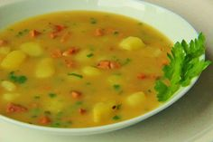Zapražené kmienka so zemiakmi a klobásou Czech Recipes, Ethnic Recipes, Soup Recipes, Cooking Recipes, European Cuisine, What To Cook, Food 52, Soups And Stews, Bon Appetit