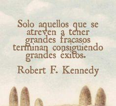 Solo aquellos que se atreven a tener grandes fracasos terminan consiguiendo grandes exitos.  - Robert F. Kennedy  #Citas #Frases