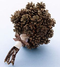 Cool idea for winter wedding centerpieces or other decorations!    Pinecone bouquet sprinkled with vintage gold glitter. (Rosenow Floral Design).