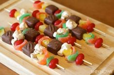 Candy Kabobs by She Knows. Everyone will take a second (or third) look when they see these kabobs at your next party or barbecue. Made to look just like the real deal, there won't be any leftovers of this sweet, skewered snack. Kabob Recipes, Dessert Recipes, Desserts, Birthday Treats, Party Treats, Party Candy, Bbq Party, Yummy Treats, Sweet Treats