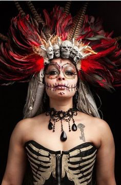 [Nona Narcisse] 14 Portraits Of Burlesque Performers That Reveal Their Remarkable Transformations Costume Halloween, Voodoo Halloween, Halloween Eye Makeup, Fun Costumes, Witch Makeup, Halloween 2017, Costume Ideas, Voodoo Priestess Costume, Voodoo Costume