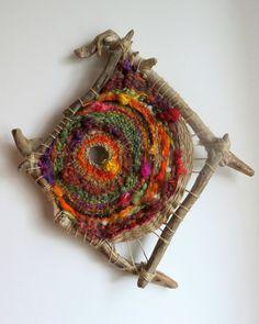 wild circular weaving - tissage circulaire avec bois flotté